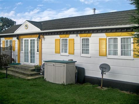 2 bedroom mobile home for sale in tadworth surrey kt20