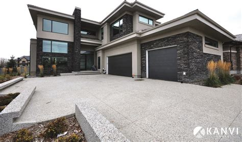 Custom Houses   Contemporary   Exterior   Edmonton   by Kanvi Homes