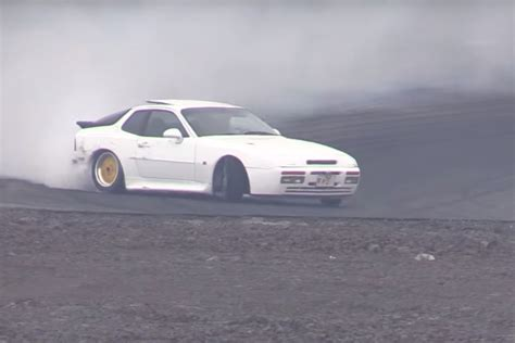 drift porsche 944 watch this porsche 944 turbo and its custom wheels drift