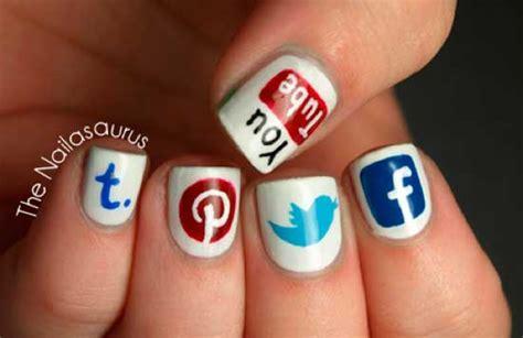fotos de uñas pintadas a mano u 241 as pintadas con logos de redes sociales geekalia com