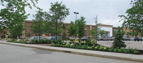 derby street shoppes parking lot landscaping description
