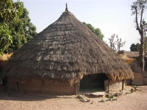 hutte africaine interieur construction d une africaine