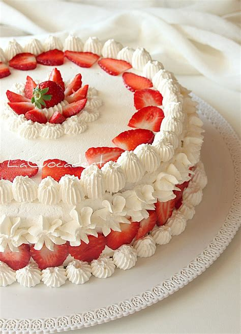 Cake Strawberry Decoration by 1000 Ideas About Strawberry Cake Decorations On