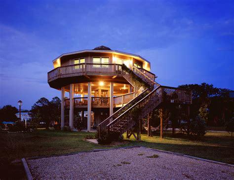 alek lisefkis tiny house is a luxurious eco friendly