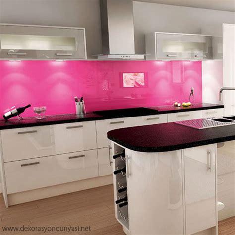 pembe mutfak dolaplar箟 ve modelleri dekorasyon d 252 nyas箟 - White Kitchen With Pink Splashback
