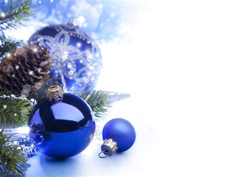 новогодние украшения шары и гирлянды обои на рабочий стол