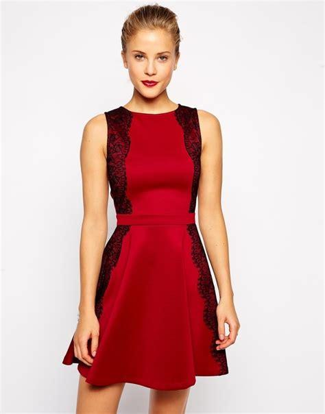 festliche mode ideen  rote kleider fuer weihnachten