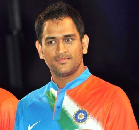 biography of dhoni ms dhoni real life rare and unseen pictures with friends