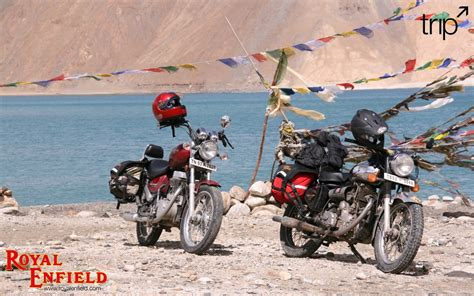 Motorrad Mit Zwei Vorderrädern by Zwei Royal Enfield Motorr 228 Dern Hintergrundbilder Zwei
