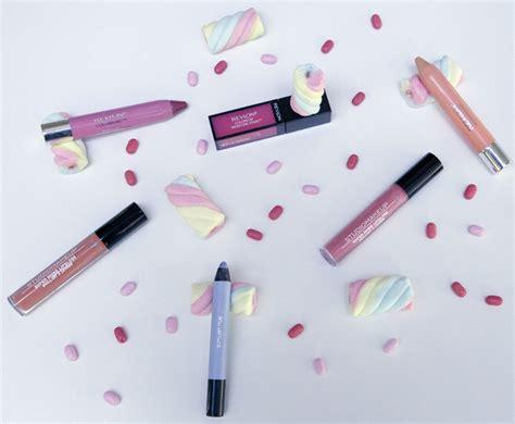 Lipstik Revlon Bentuk Pensil ciptakan kissable dengan sentuhan pewarna bibir pastel