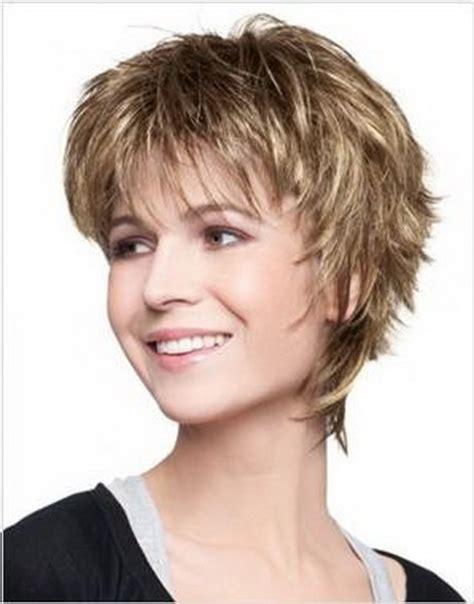 coupe courte de cheveux femme coupe courte dame