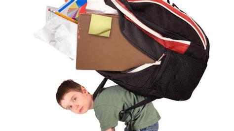 una mochila para el consecuencias de cargar mochila pesada para ni 241 os su m 233 dico