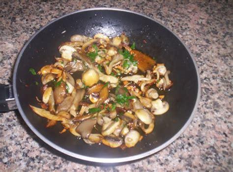 cucinare funghi chignon in padella funghi in padella
