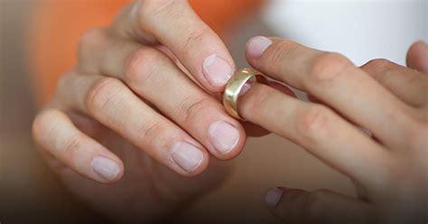 Wedding Ring On Right Widow by Widow Wedding Ring Etiquette Wedding Ideas