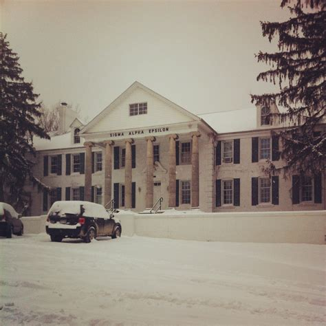 biggest fraternity houses total frat move 18 of the biggest and best fraternity houses in the country