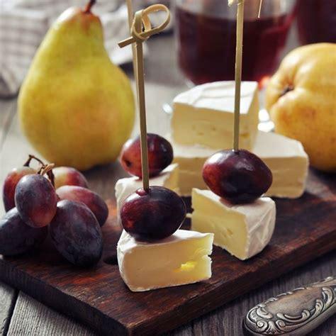 recette canap駸 recette canap 233 s de camembert au raisin facile rapide
