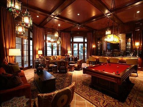 The Mansion Room by Luxury And Expensive Mansion On The Loftenberg