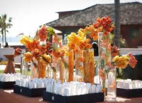d 233 coration florale pour table de mariage en automne plusieurs fleurs orange comme accent sur