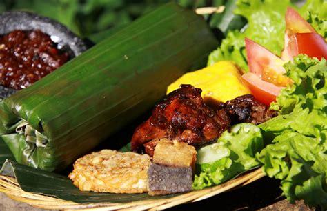 aroma daun pisang kunci kelezatan nasi timbel khas sunda