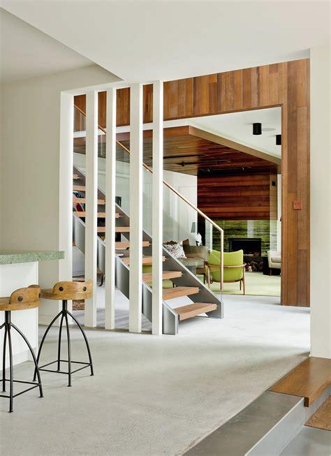 casas en interiores casa de co moderna de dos pisos en desnivel construye