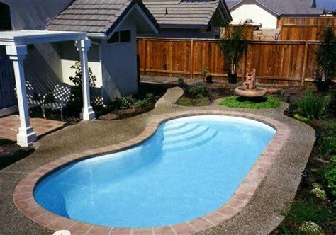 swimming pool im garten swimmingpool im garten welcher gartenpool w 228 re passend