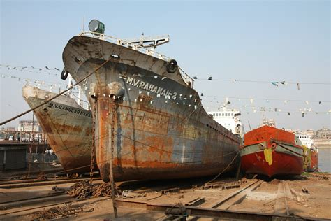 boat junkyard wi shipyard on the buriganga river dhaka bangladesh 4272