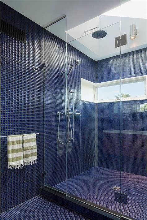 Badezimmer Fliesen Blau by Bathroom Tile Idea Use The Same Tile On The Floors And