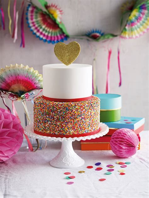 DIY Wedding Cake Decorating