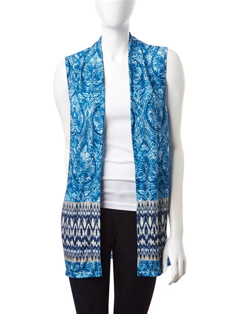 7 Pretty Vests For Fall by Onque Casuals Get Set For Fall Tonal Blue Border Print