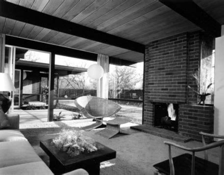 steve jobs grew    modern house designed  joseph