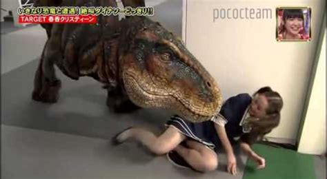 candid giapponesi chased by a t rex