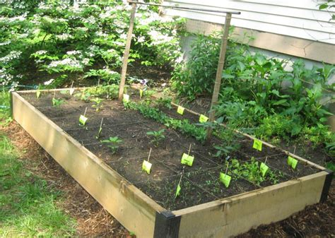 Easy And Simple Diy Square Foot Wood Raised Bed Vegetable Easy Vegetable Garden
