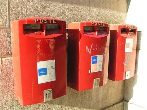cassette delle poste reggio emilia postino non consegna migliaia di lettere