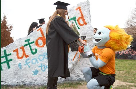 Utd Mba Ranking 2014 by Slideshow A Glimpse Of Graduation Ut Dallas