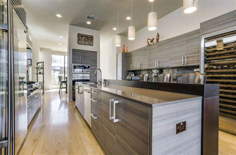 good kitchen colors with light wood cabinets