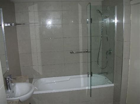 Pictures Of In The Shower by The Shower Bath And A Lot Of Other Floor Space In The Bathroom Picture Of Brydone Hotel