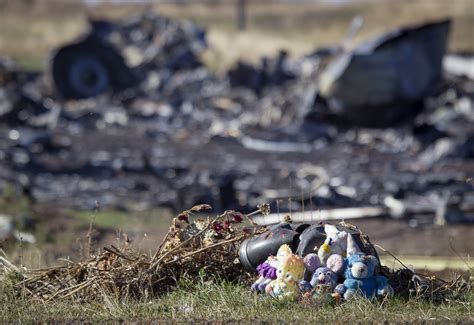 malaysia airlines mh 17 crash mh17 prosecutor open to theory another plane shot down