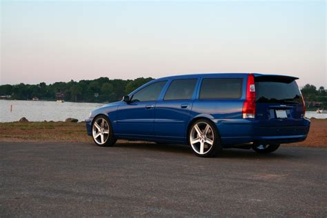 Volvo V70 Awd Volvo V70 R Awd Touring Photos News Reviews Specs
