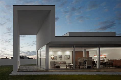 Minimalist Architecture Modern Architecture Marked In Minimalist Boxy Shapes Aradas House Home Building Furniture