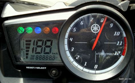 Meter R15 New Bajaj Pulsar 220 Dtsi Vs Yamaha R15 Comparison East
