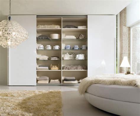 Exceptionnel Chambre A Coucher Petite Surface #6: Garde-robe-de-chambre-%C3%A0-coucher-lampe-plafond-poser-rangemen.jpg