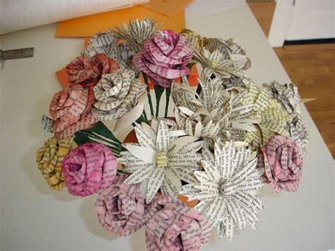 canasta echa en revista flores hechas con periodicos imagui