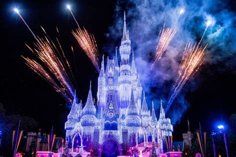 xmas lights castle hill best places to take your photo at walt disney world bestoforlando