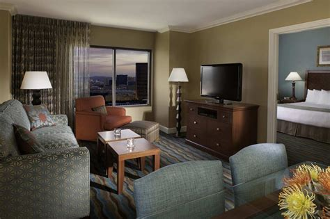 las vegas 3 bedroom suites on the strip hilton grand vacations suites on the las vegas strip in