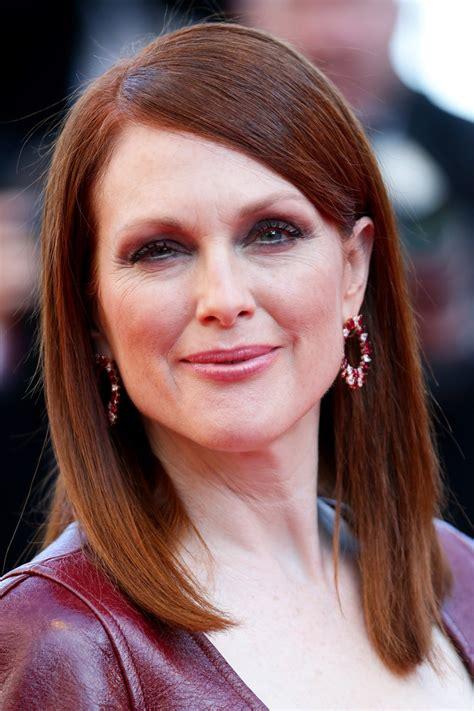 julianne moore medium hairstyle julianne moore medium straight cut shoulder length