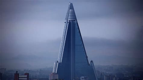 tres llums misterioses llums a l hotel fantasma ryugyong