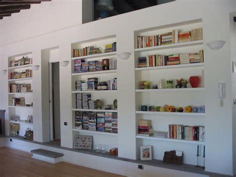 costruire libreria a muro cartongesso prezzi controsoffitti librerie pareti