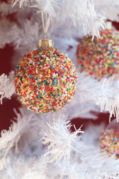 10 Festive Ways To Decorate 10 Festive Ways To Decorate A Clear Glass Ornament