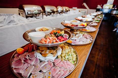 buffet wedding reception wedding planning tips and wedding day trends 5 ways to