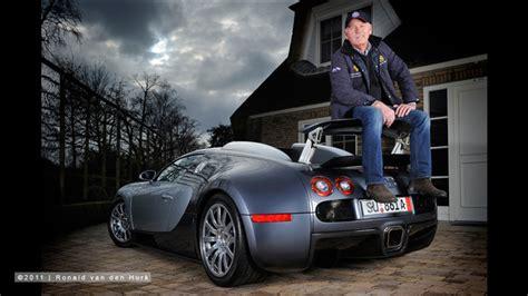 loosdrecht jan unieke foto jan stuivenberg zittend op zijn bugatti veyron